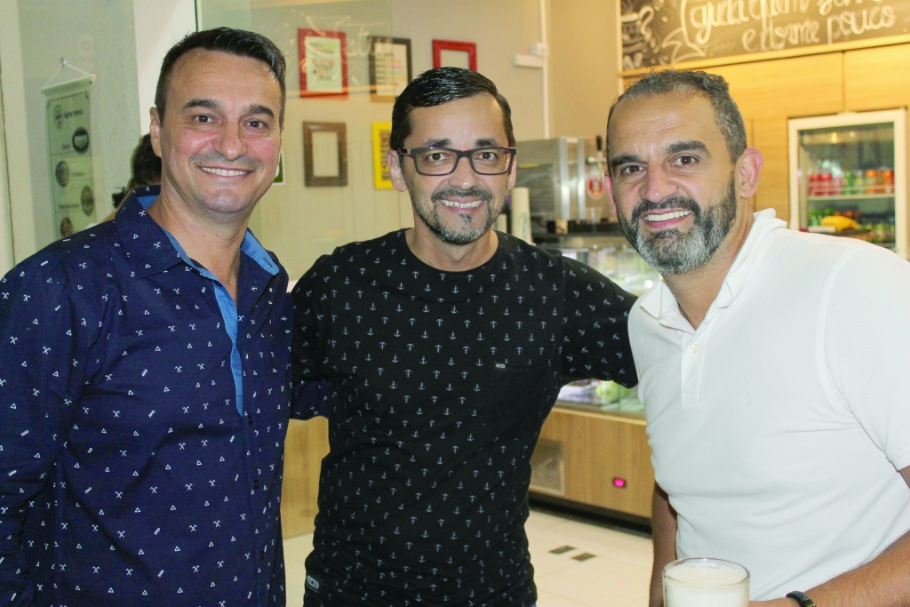 Happy Café Bar inaugura em alto estilo
