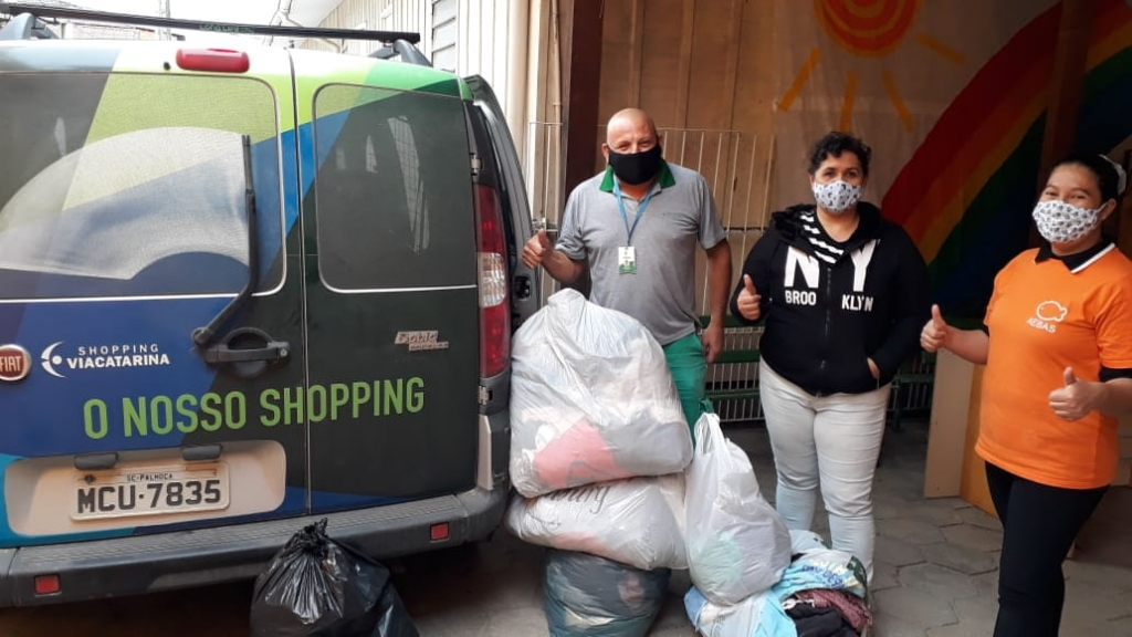 Campanha Calor no Coração entrega donativos