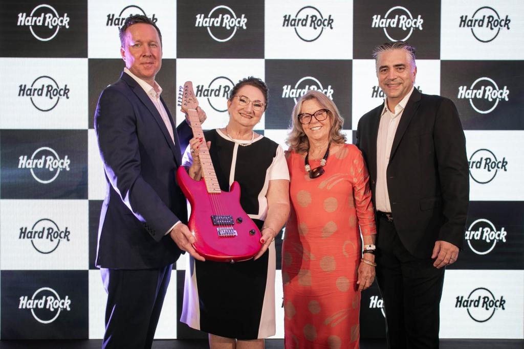 Arena Petry e Hard Rock oficializam parceria