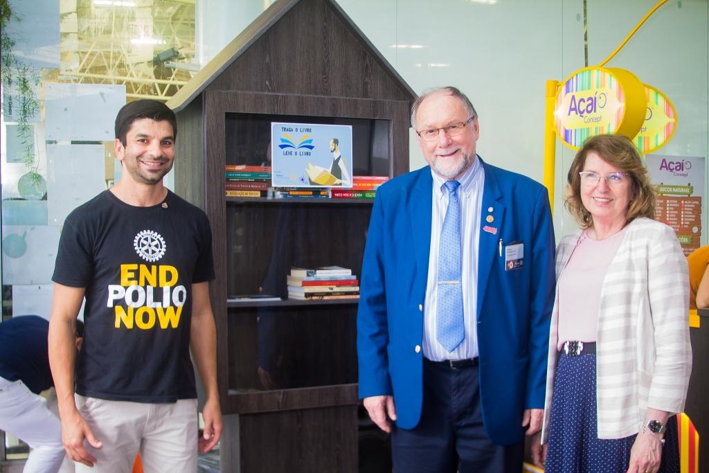 Rotary inaugura minibiblioteca pública