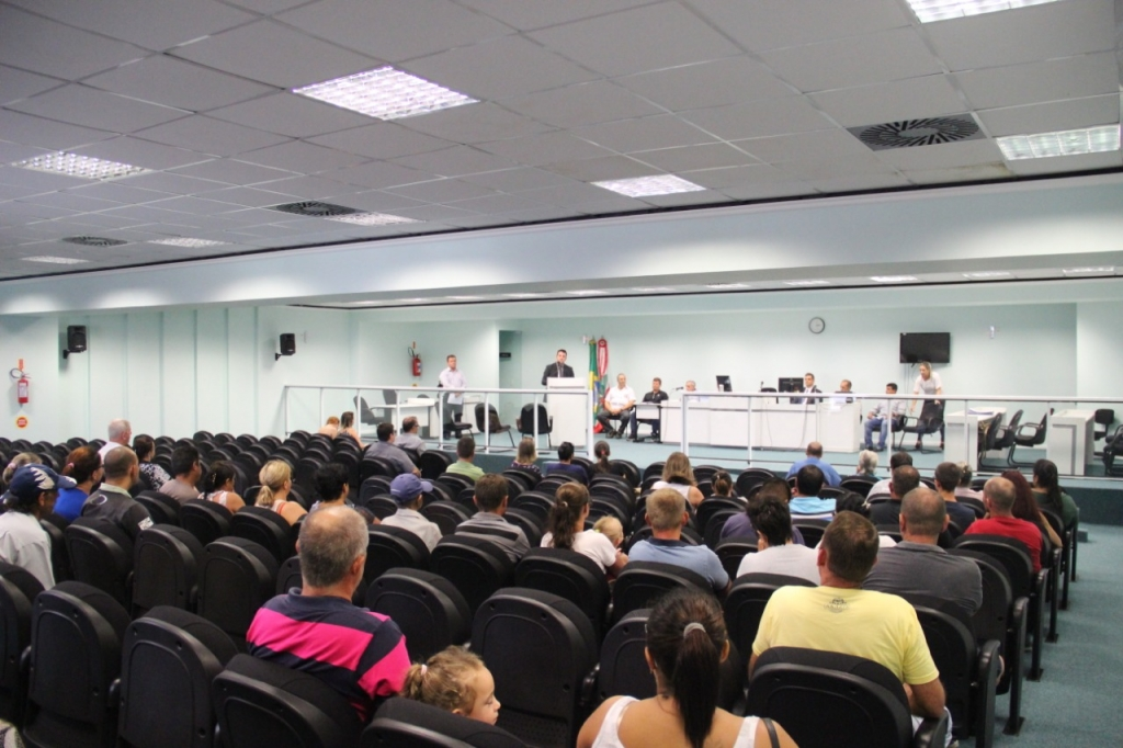 Prefeitura entrega 80 novas escrituras públicas em