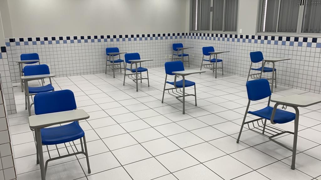 Inep divulgou modelo de afastamento para as salas de aplicação. Candidatos disseram que não era a realidade nas salas