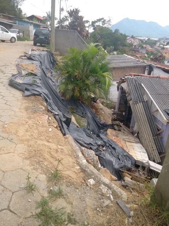 Chuva provoca alagamentos e deslizamentos
