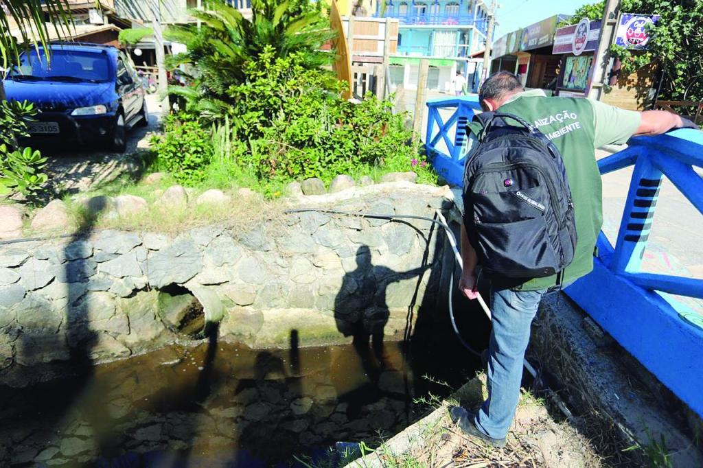 Prefeitura lacra ligações clandestinas de esgoto