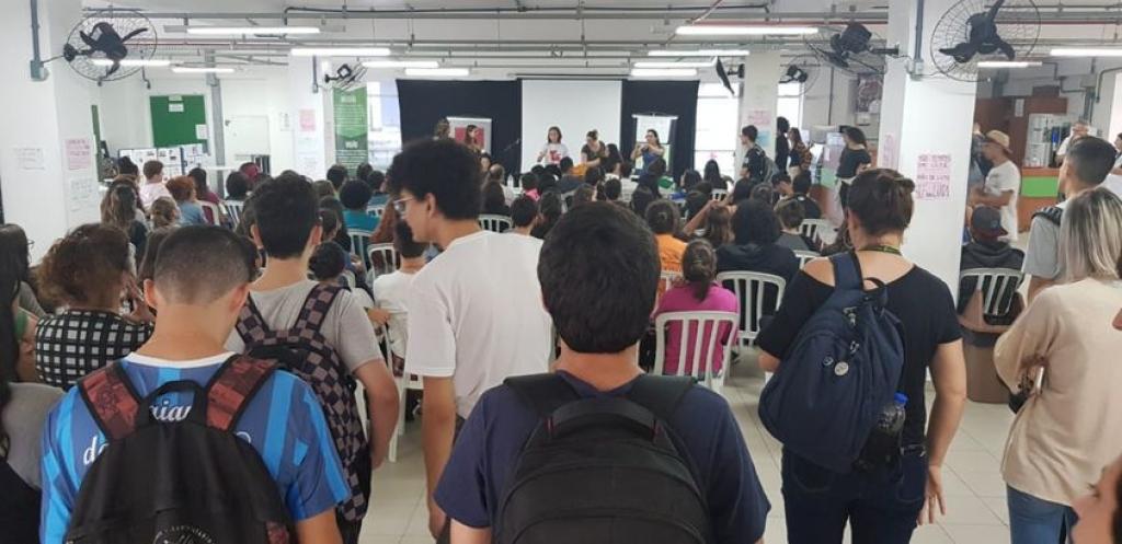 Cerca de 400 estudantes reuniram-se em assembleia e votaram pela participação nas mobilizações nacionais