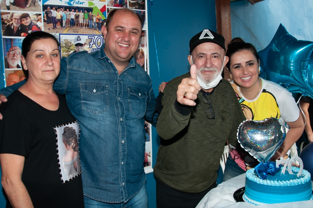 Amigos comemoram aniversário de 70 anos de Neu Pierri
