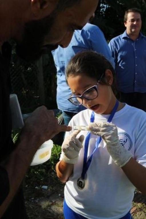 Crianças participam de ação de combate ao Aedes