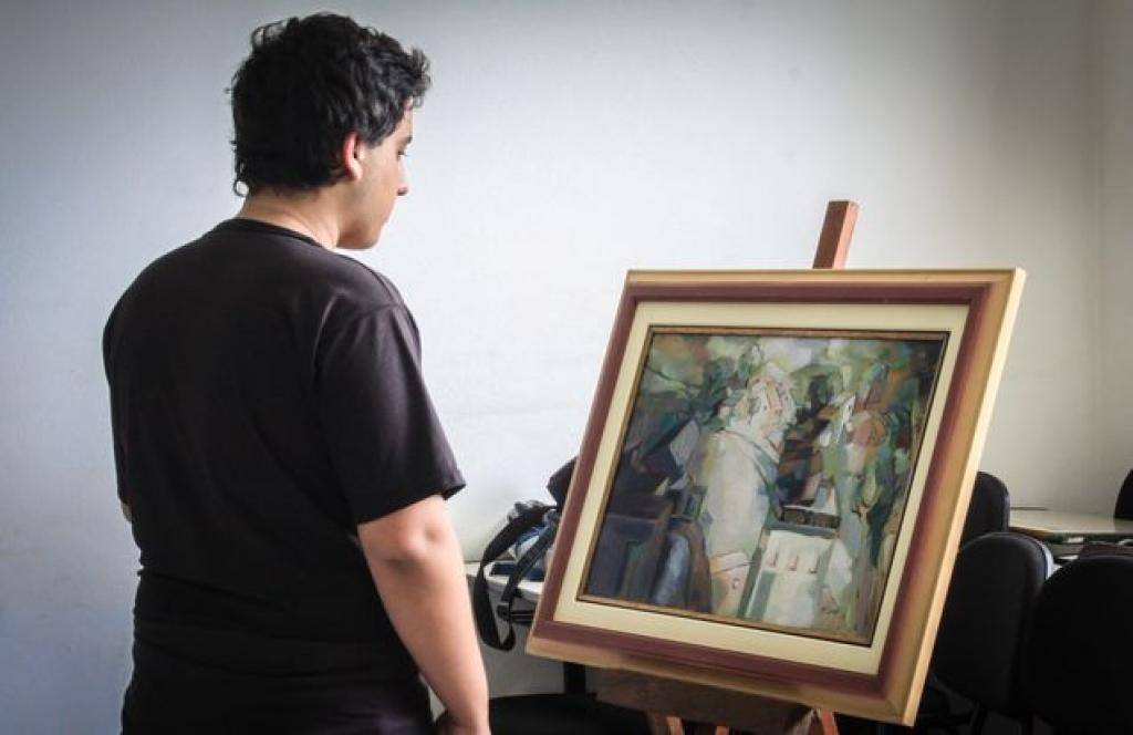 Professor leva a arte até a escola