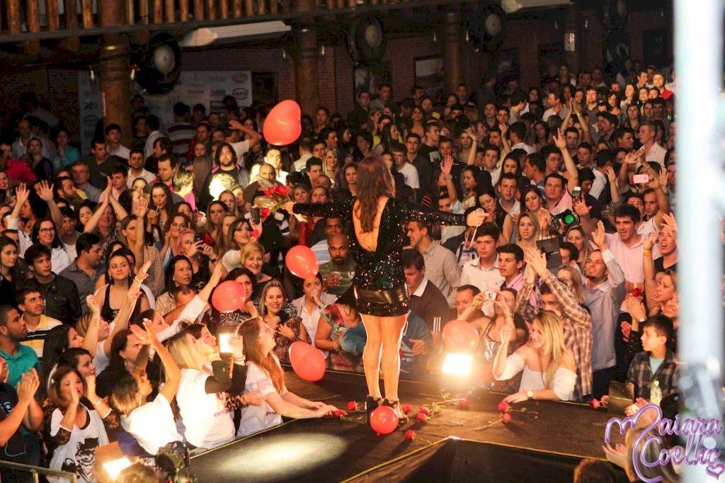 Maiara Coelho faz festa para comemorar 10 anos de carreira