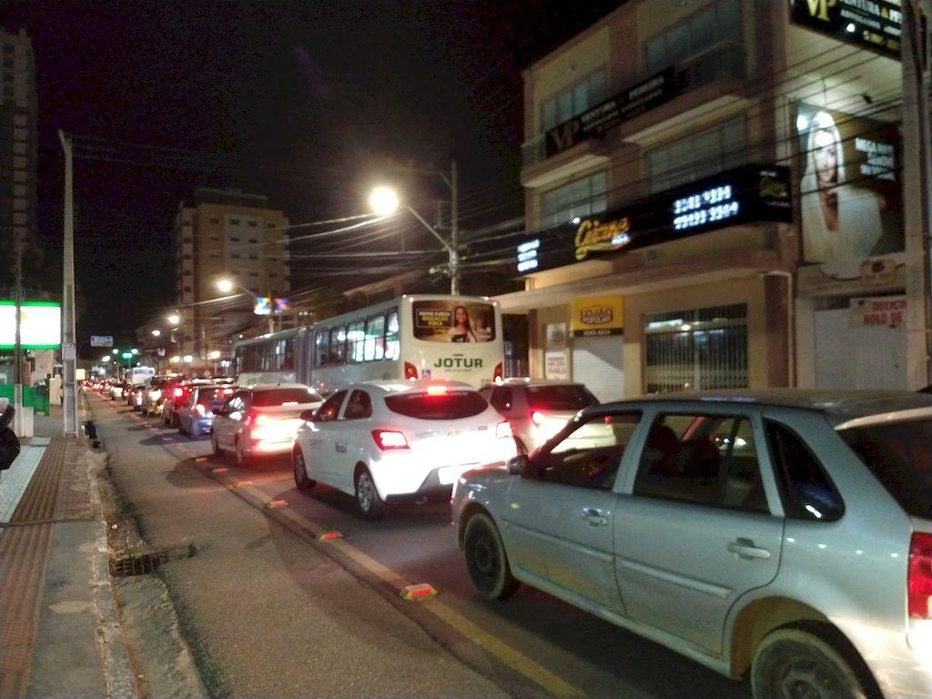 Acidente na BR-101 causa filas gigantescas em Palhoça