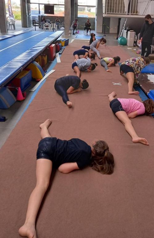 Jovens ginastas participam de Torneio Estadual