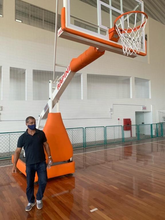 Amaro Junior visita ginásio do Colégio Ivo Silveir