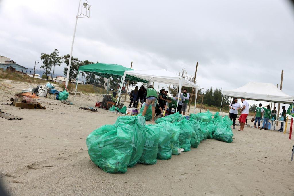 Dia da Limpeza nas praias do Sul