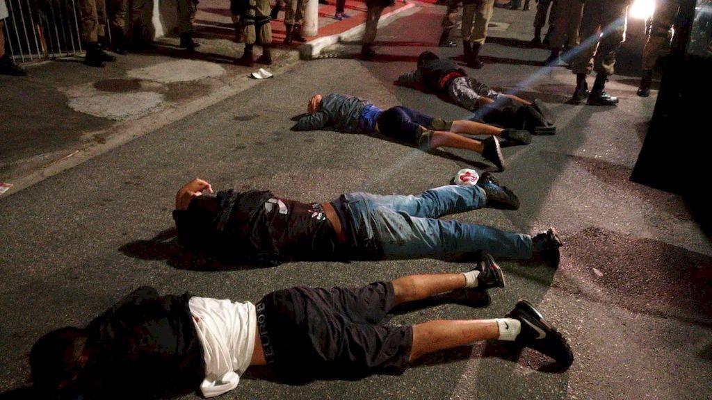 Após confronto que iniciou no Caminho Novo, grupo de quatro rapazes é detido pela polícia