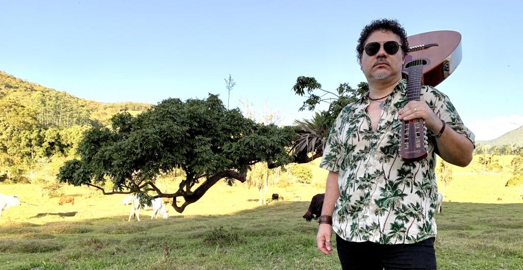 Músico palhocense Pevê lança segundo disco