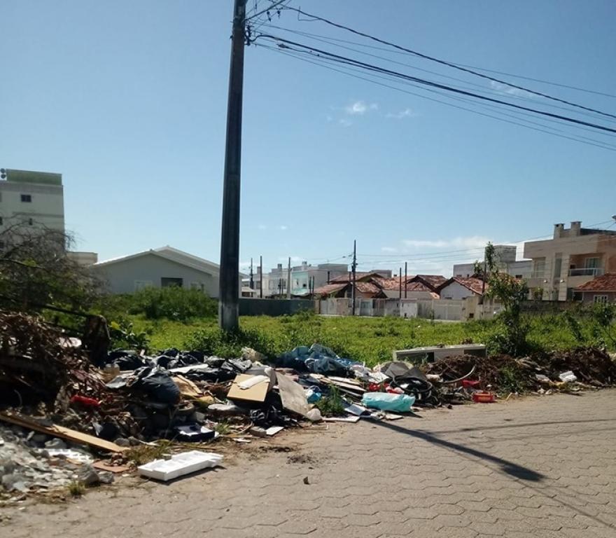 Multa para quem descartar lixo em local público