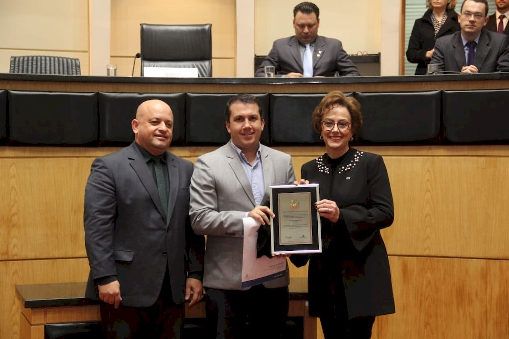 Alesc faz homenagens à Acip e à Prefeitura