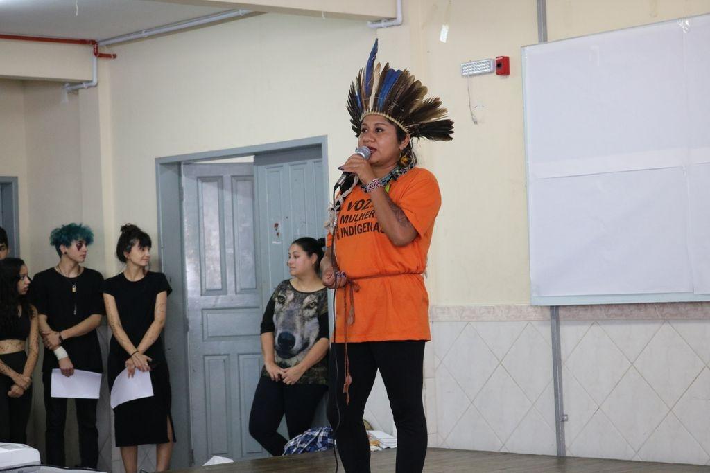 Ivo Silveira recebe comunidade indígena