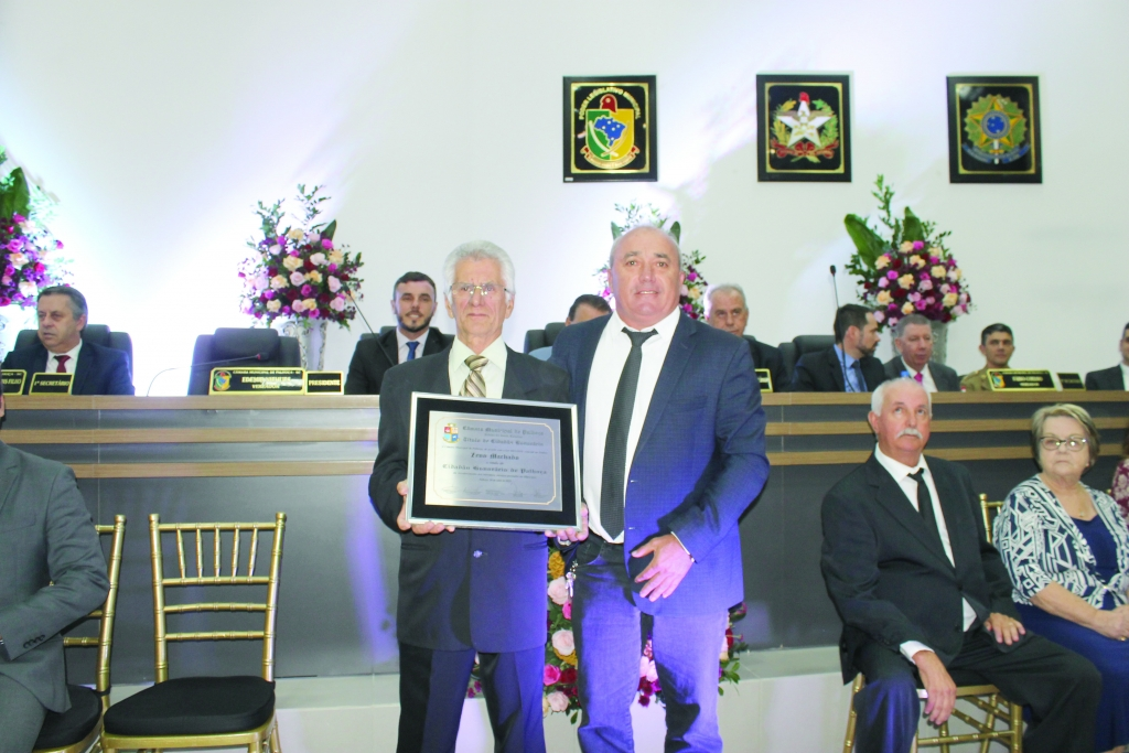 Sessão solene homenageia cidadãos