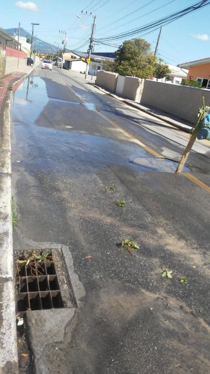 Vazamento deixa moradores sem água