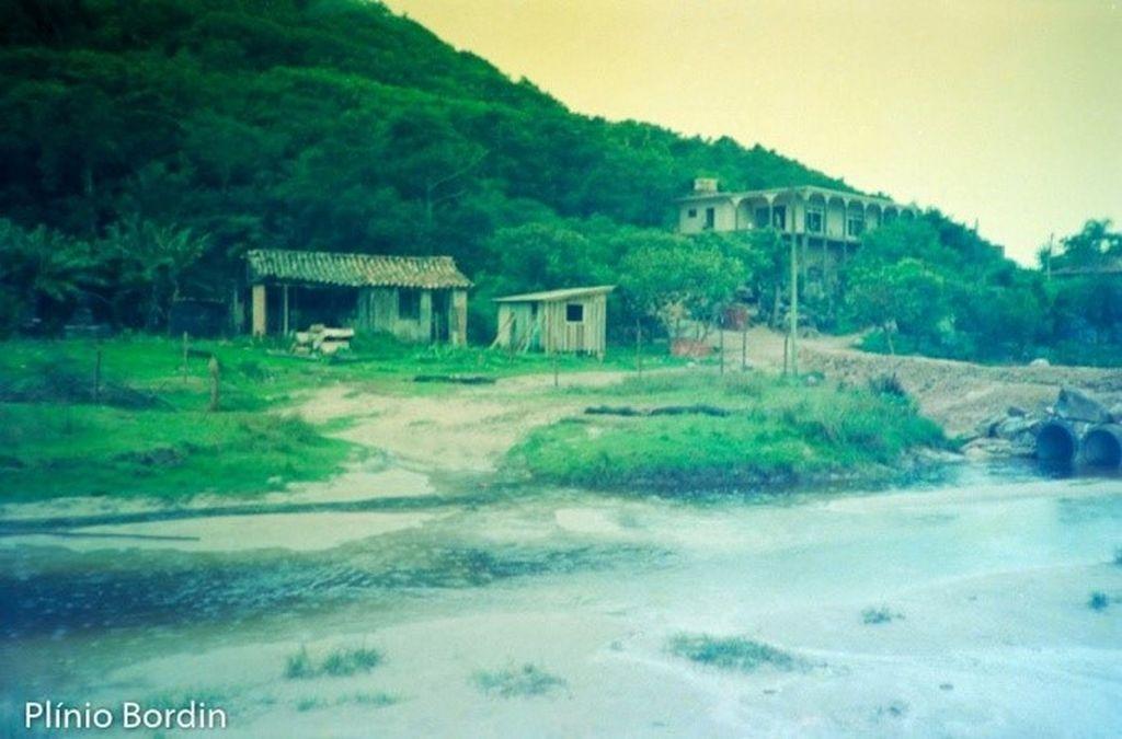 Canal da Independência, entre a Guarda do Embaú e a Pinheira