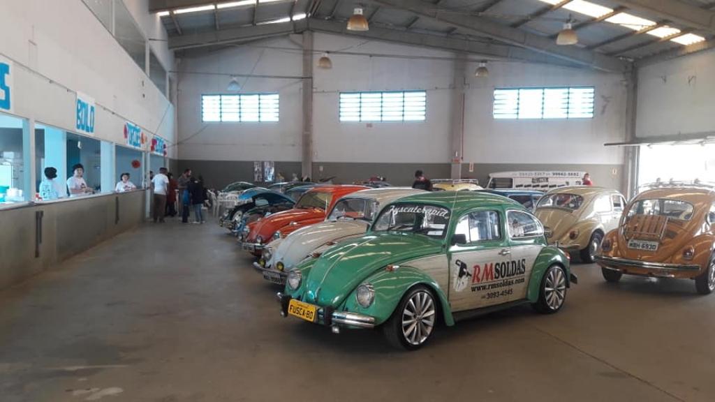 Encontro de carros antigos no Caminho Novo