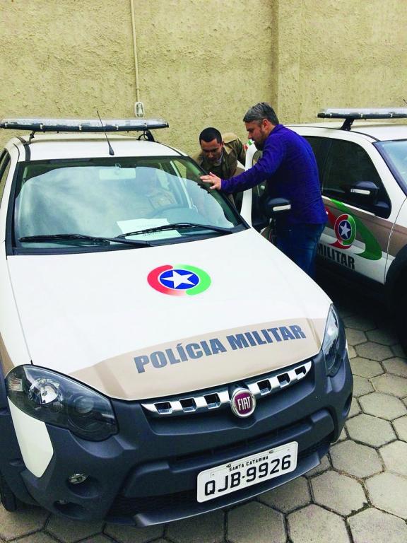 Vereador André Xavier acompanha entrega de viaturas