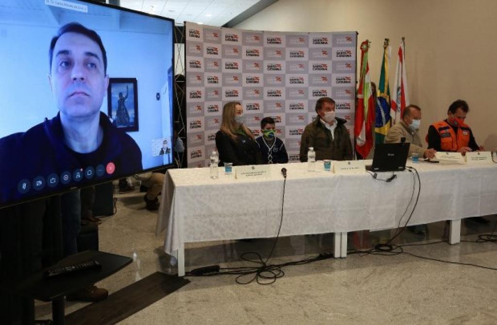 Ciclone: Bolsonaro garante apoio a SC