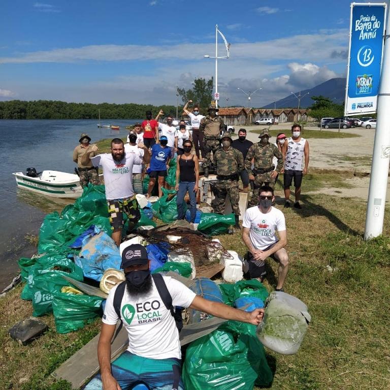 Uma tonelada de lixo é retirada do Rio Cubatão