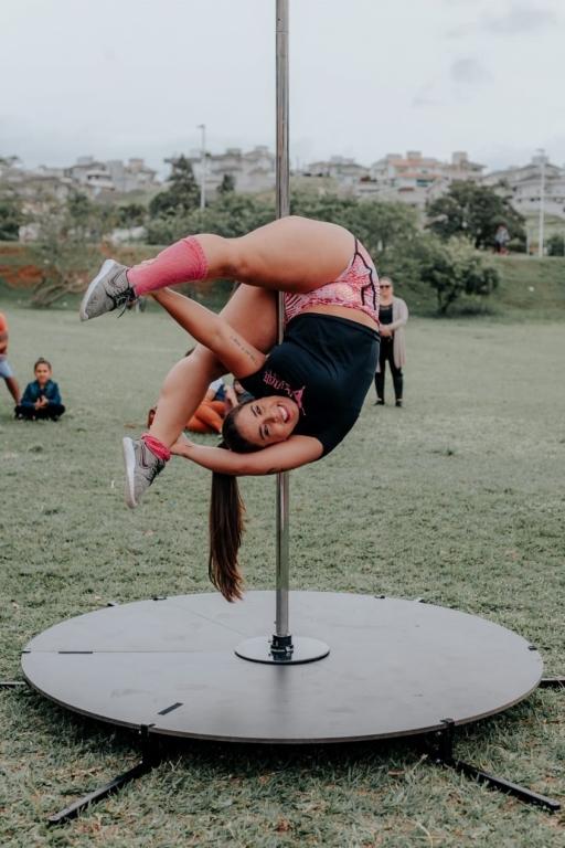 Conheça e apaixone-se pelo pole dance