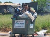 Problema com lixo na Barra do Aririú