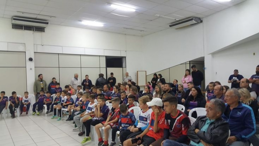 Palhoça EC apresenta projeto de futsal ao prefeito