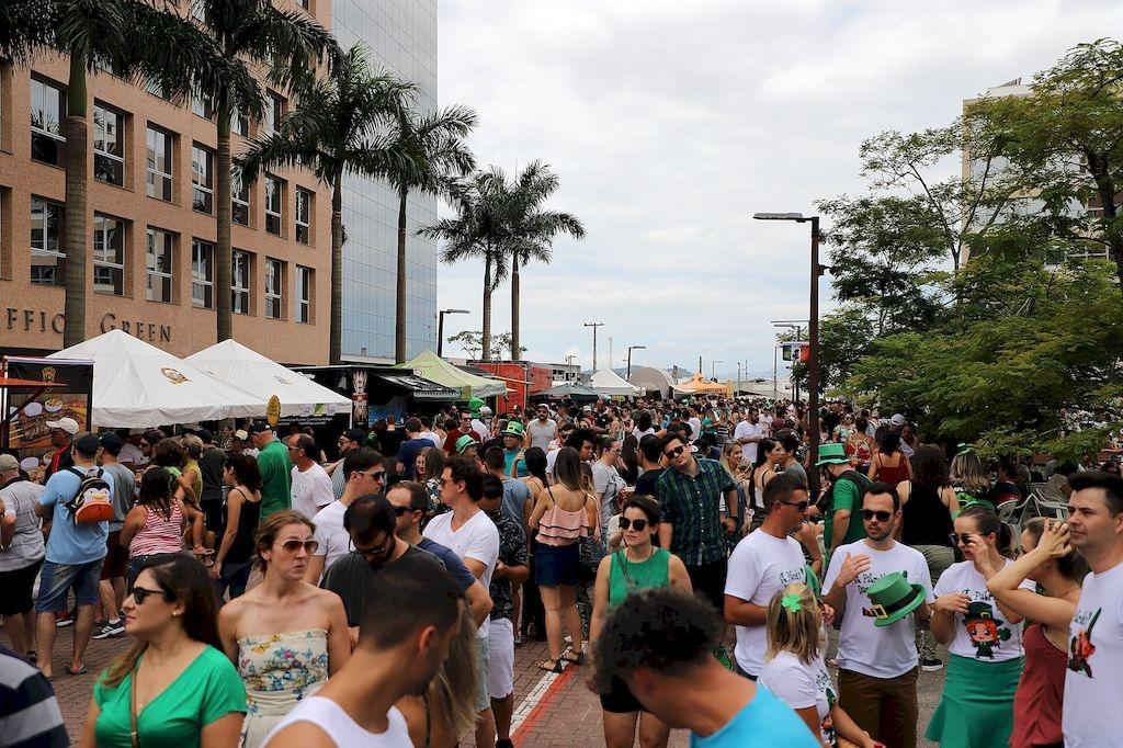 Saint Patrick's Day leva milhares à Pedra Branca