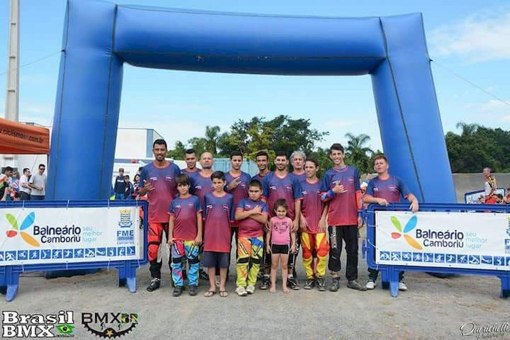 Equipe BMX Palhoça conquista 13 medalhas no Catarinense de Bicicross