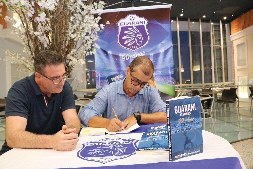 Amaro Junior lança livro sobre o Guarani