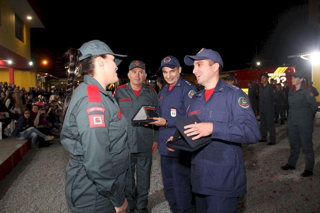 Formatura dos novos bombeiros comunitários de Palhoça