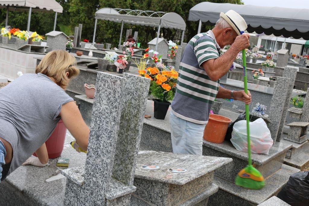 Moradores reclamam da situação de cemitério