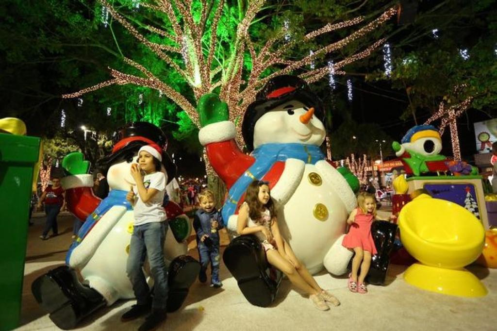 Chegada do Papai Noel abre Natal no Centro