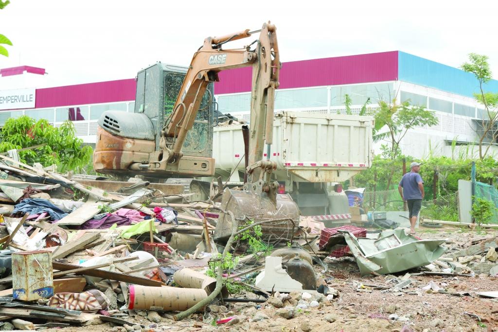 Ação de remoção de casas em área de preservação no Jardim Eldorado