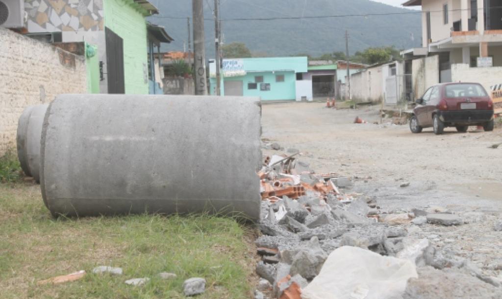 Moradores pedem a retomada de obra no Brejaru