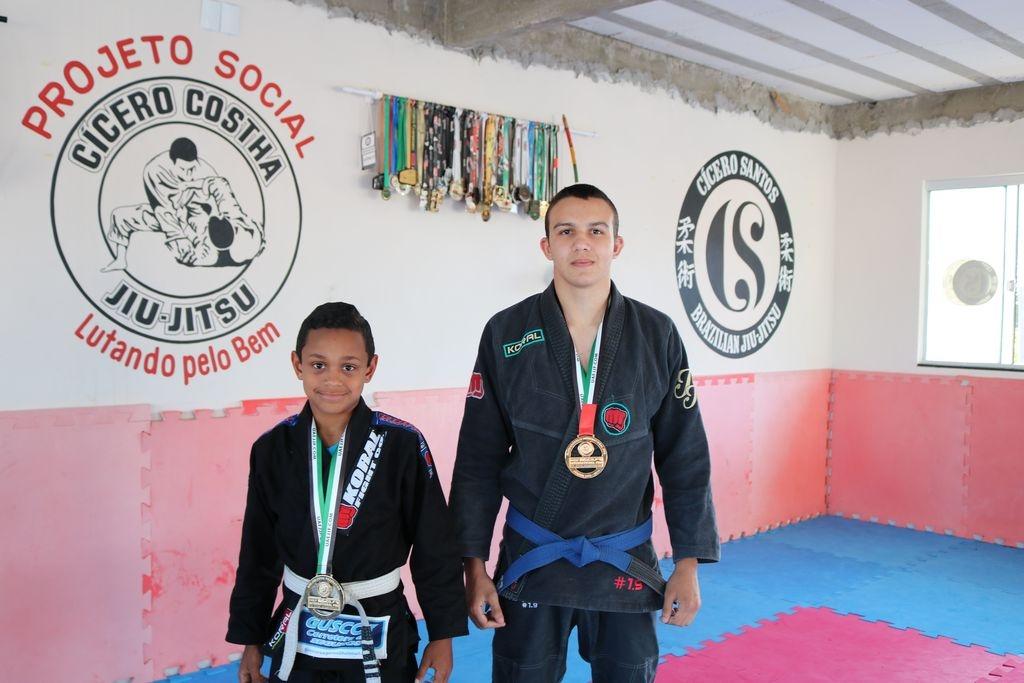 Lutadores de jiu-jitsu conquistam medalhas
