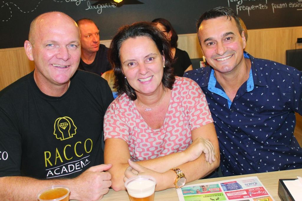 Happy Café Bar inaugura em alto estilo