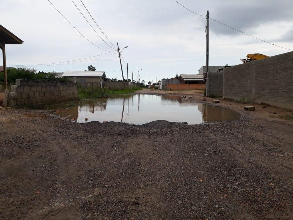 Chuva e vento forte causam transtornos