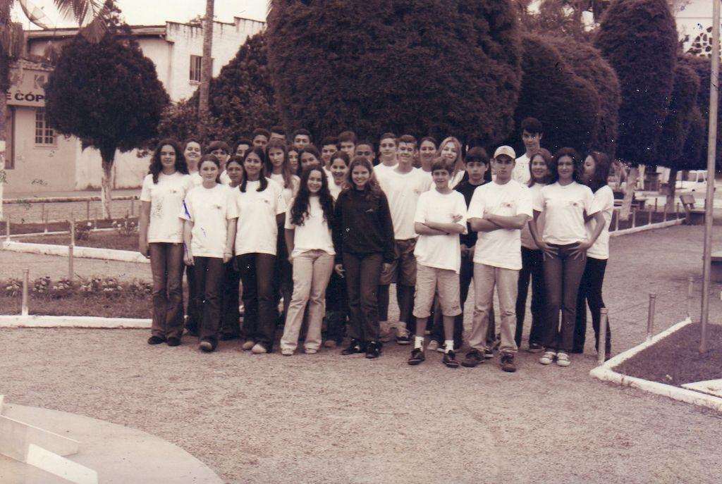 Colégio Carrossel passa acervo fotográfico para o Projeto Memória Palhocense