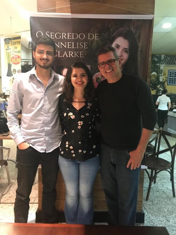 Karoline Santos lança livro no ViaCatarina