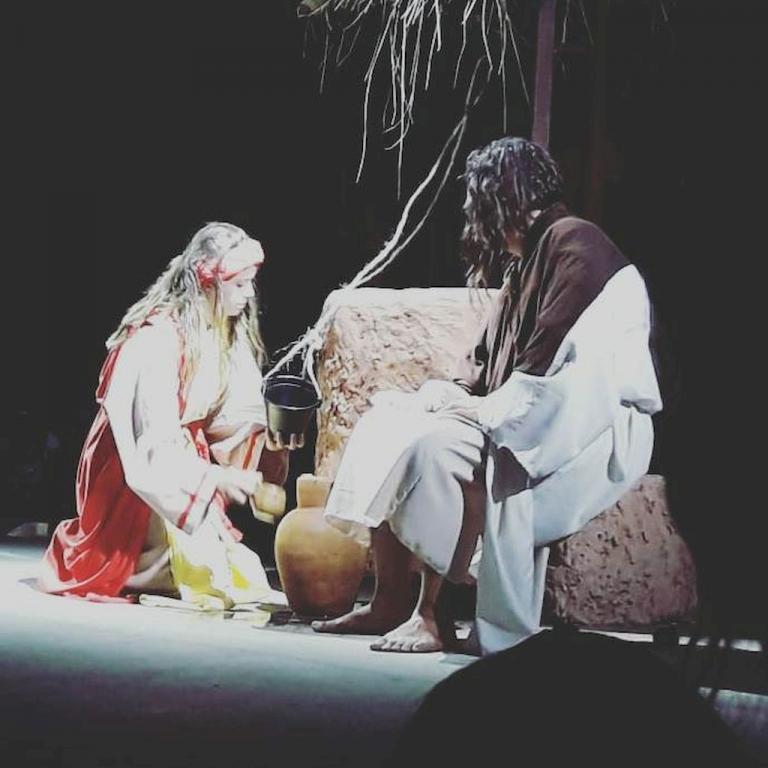 Encenação da Paixão de Cristo na Enseada de Brito