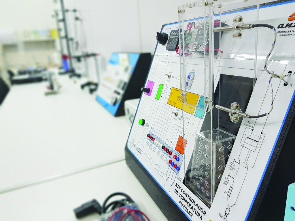 Caderno Especial Fadesc: Gisele de Jesus e laboratório de Engenharia