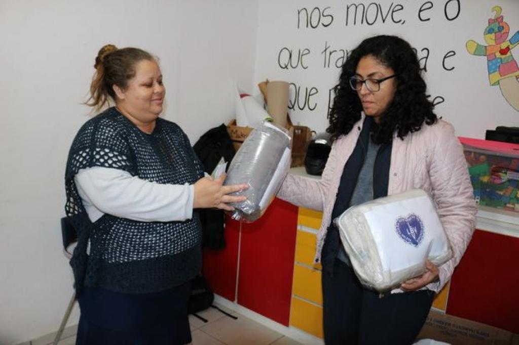 LBV entrega doação de cobertores à Aebas