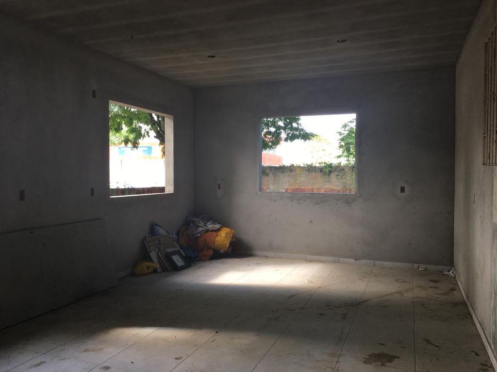 Espaço abandonado gera preocupação no Aririú