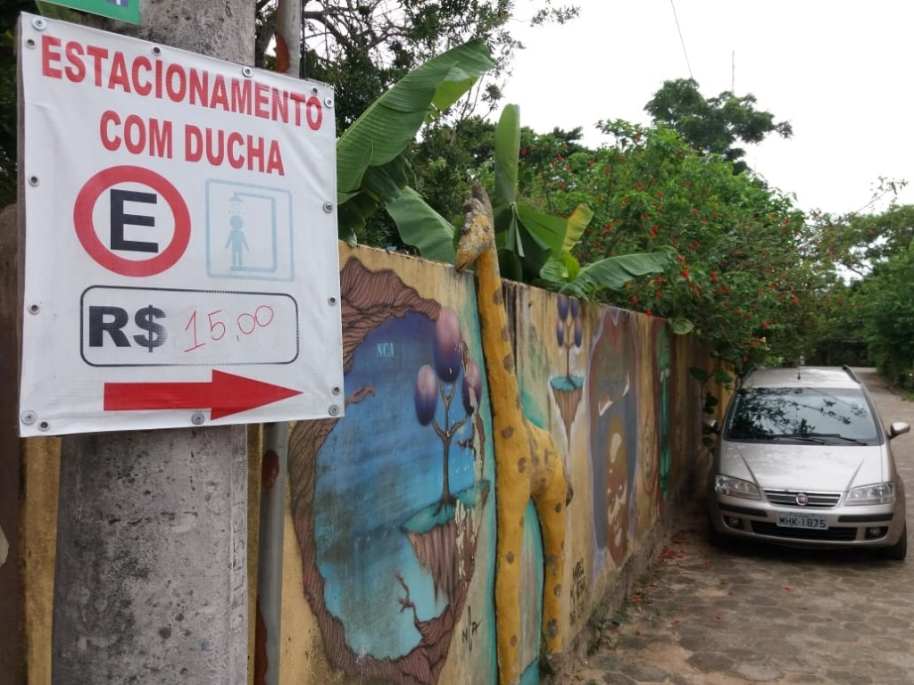 Procon notifica estacionamentos nas praias